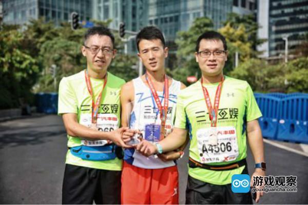 李逸飞与他跑马拉松的小伙伴
