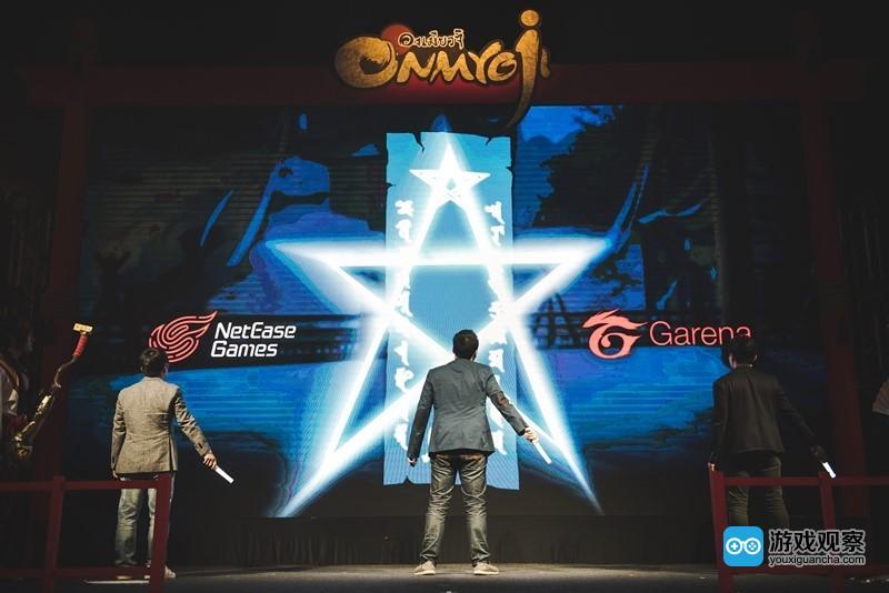 《阴阳师》制作人金韬与泰国版阴阳师负责人Krit、Garena PR负责人Allen在现场进行了对谈,并以画符方式进行剪彩