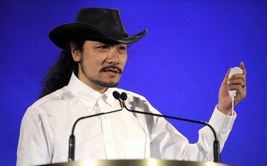 五十岚孝司在1990年加入Konami,起初曾为《心跳回忆》担任游戏剧本