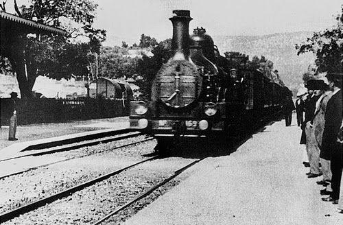 第一部电影《火车进站》