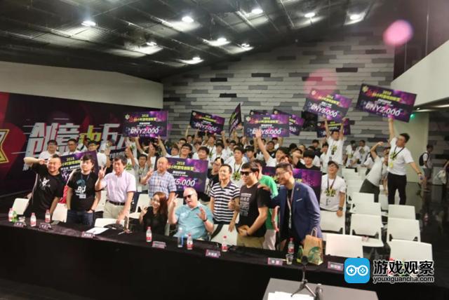 48小时游戏创新营评委与参赛者合影