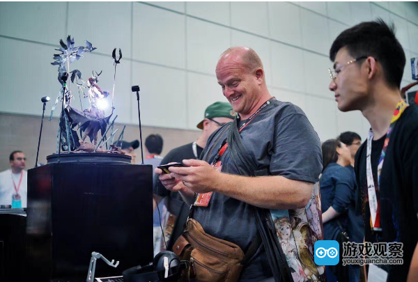 E3游戏展上外国玩家试玩《帕斯卡契约》