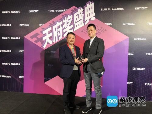 多酷游戏CEO詹旭敏(左)与日本SEGA互娱产品研发部一部的副部长渡边先生(右)