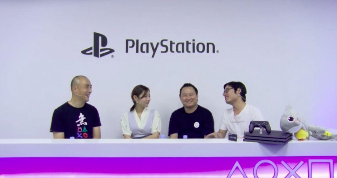 添田武人(左一)在视频网站直播