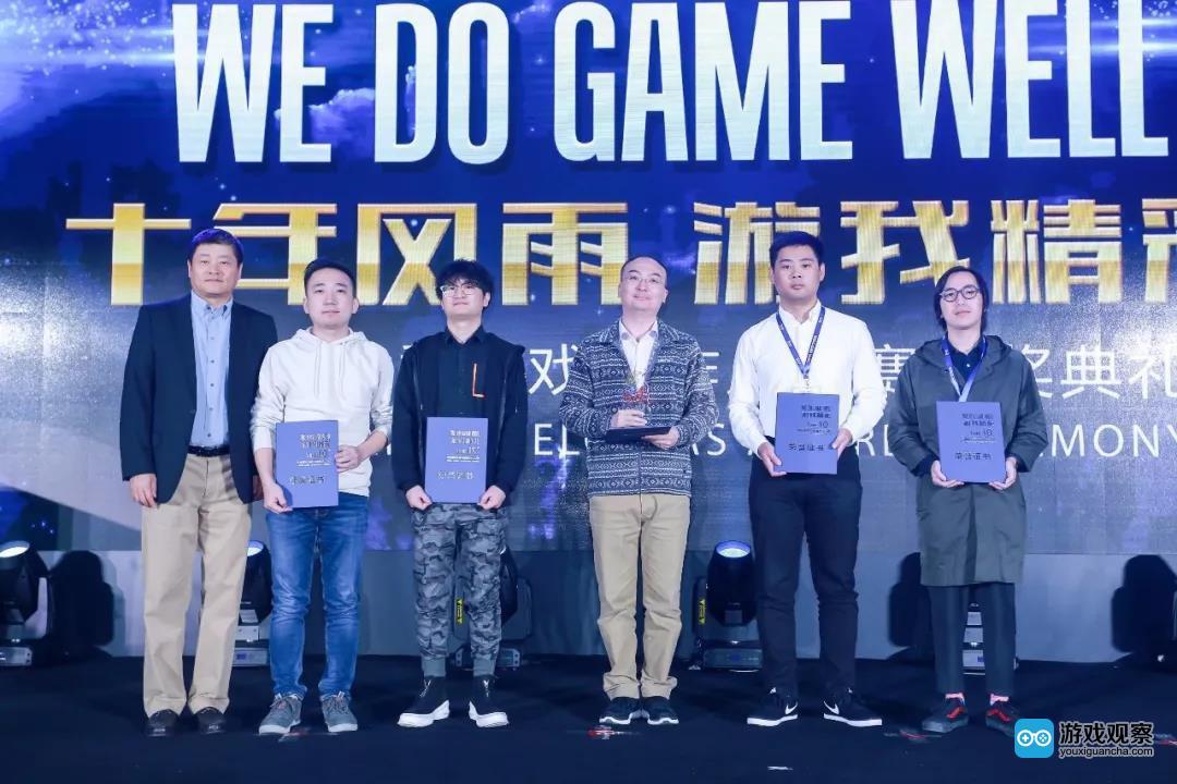 移动游戏企业家联盟(MGEA)秘书长、ChinaJoy组委会秘书长 上海汉威信恒展览有限公司董事长 韩志海先生颁发最佳移动游戏设计创新奖